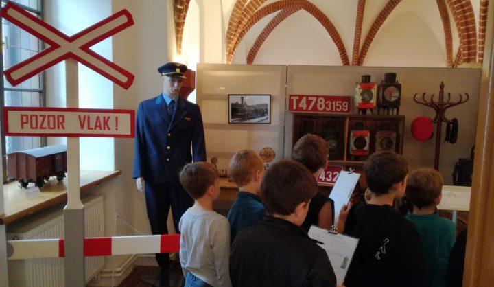 Žáci se bavili na výstavě Plnou parou vpřed!