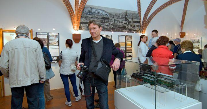Fotoreportáž z dernisáž výstavy Plnou parou vpřed