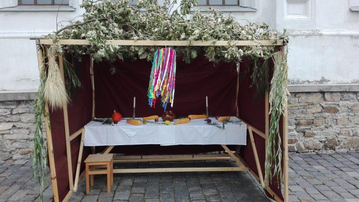 Povídání o židovském Svátku stánků v synagoze