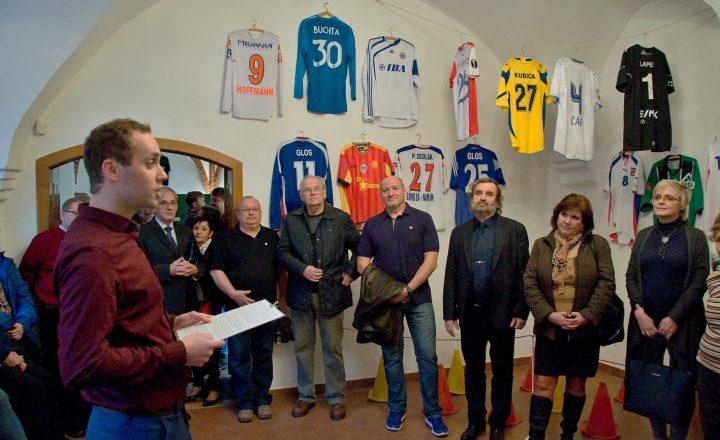 """Výstava """"Ať žije fotbal!"""" v muzeu na Staré radnici"""