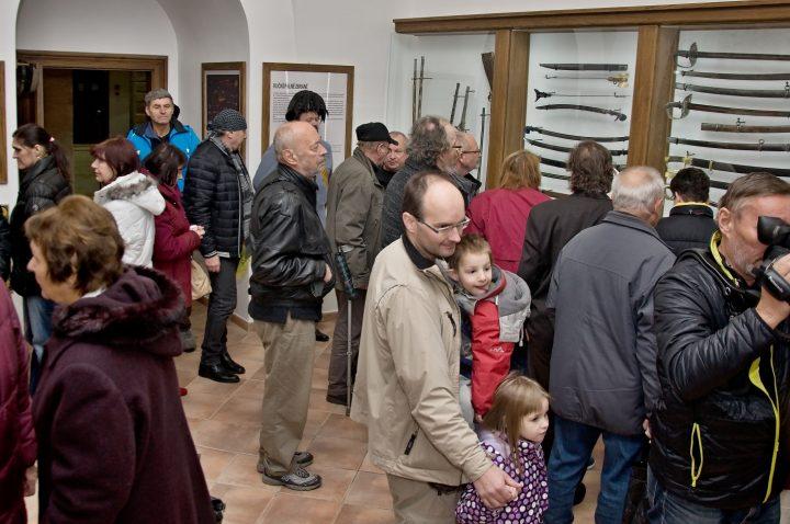 Fotoreportáž z otevření expozice zbraní
