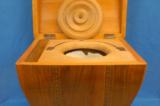 Rarita: truhlový cestovní klozet / fotogalerie / Vnitřek truhlového cestovního klozetu, ilustrační foto: Muzeum historických nočníků a toalet, Praha