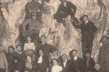 Z muzejních sbírek: Zbrašovské jeskyně / fotogalerie / Druhá část úvodní fotografie z roku 1915, ze které byla vytvořena pohlednice, foto: sbírky hranického muzea
