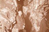 Z muzejních sbírek: Zbrašovské jeskyně / fotogalerie / Na fotografii je zachycen vrchní účetní rada Boček při prohlídce jeskyní. Vlevo nahoře stalagmit, jehož okolí bylo strženo propadáním, foto: sbírky hranického muzea
