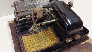 Z muzejních sbírek: Psací stroj s ukazovátkem