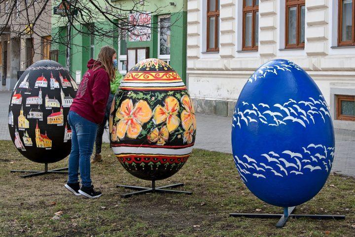 Velikonoční výzdoba zkrášluje centrum Hranic